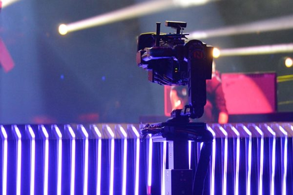 Newton-stabilized-head-Eurovision-top